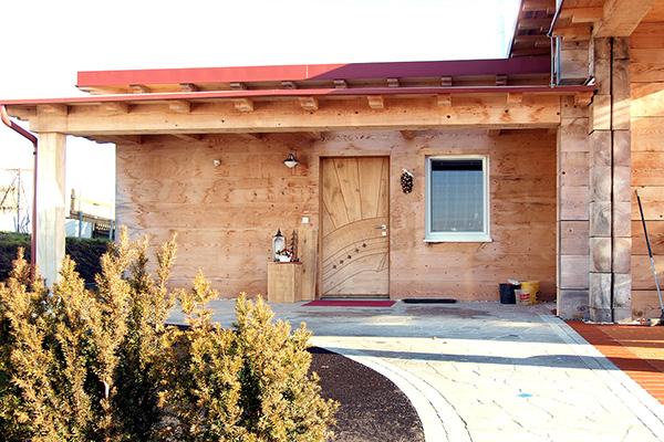 Holzhaus und blockhaus gesundes bauen mit holz lehm und for Modernes haus ohne flachdach