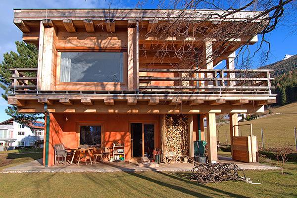 Holzhaus und blockhaus gesundes bauen mit holz lehm und for Holzbungalow modern