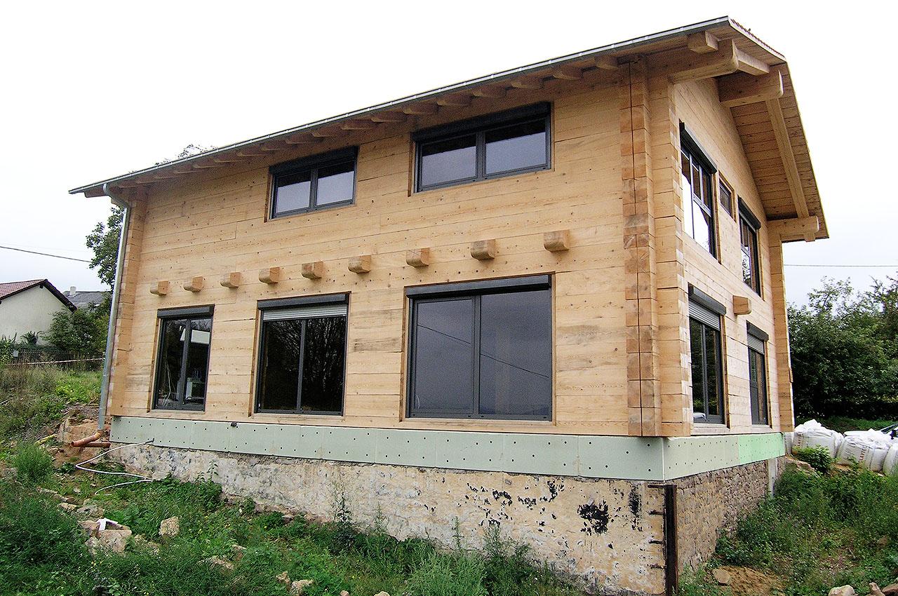 Modernes 2 stoeckiges haus ohne auskragung duffner blockbau for Modernes haus ohne dach
